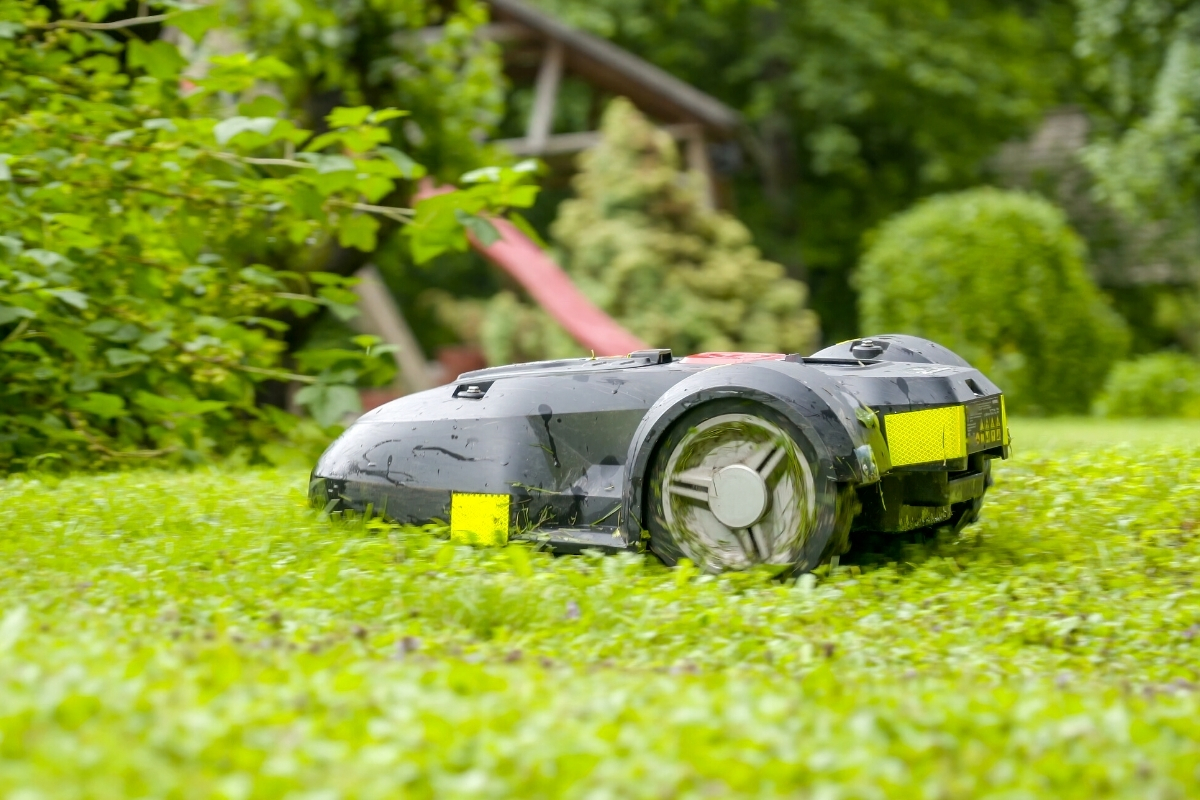 What are Robotic Lawn Mowers